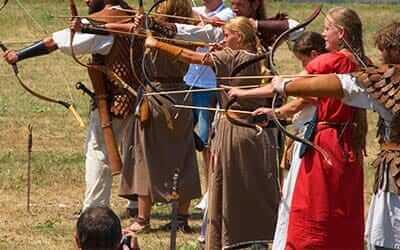tabara dacilor activitate team building outdoor tir cu arcul imagine