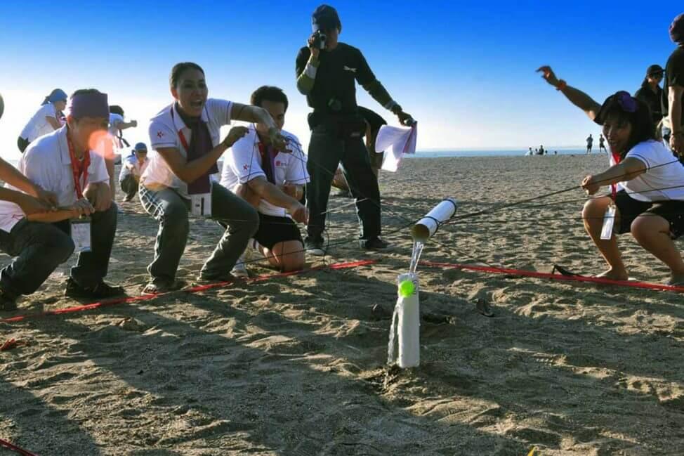 deseuri toxice imagine team building yes academy plaja mare