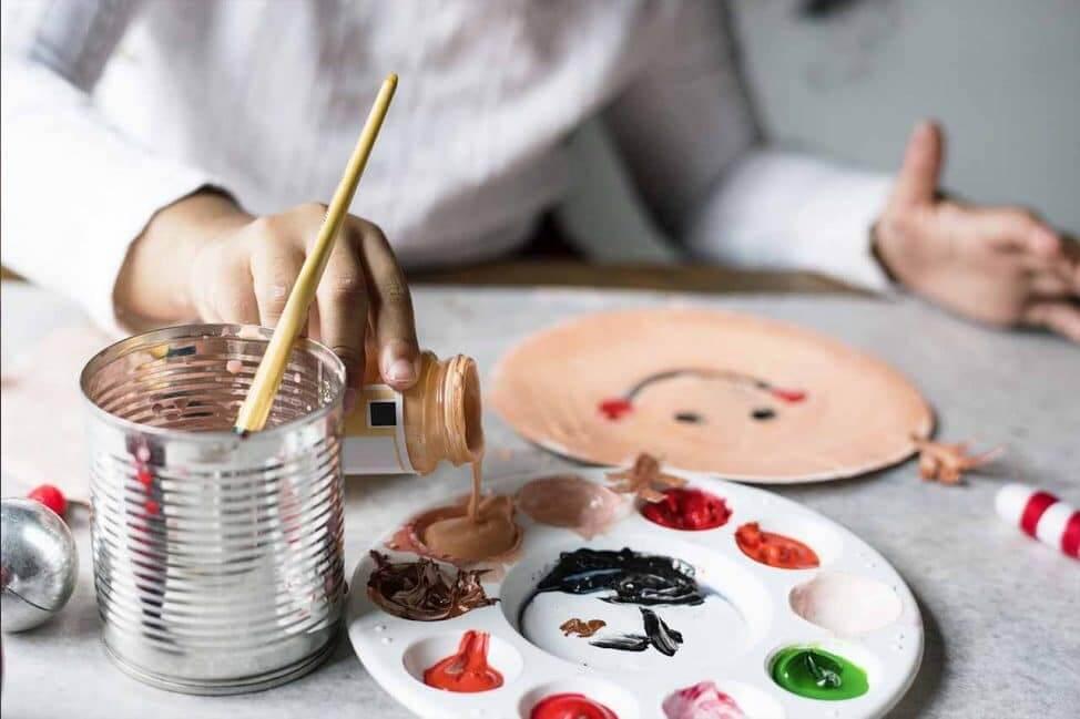 pictura cu artist la yes academy imagine culori