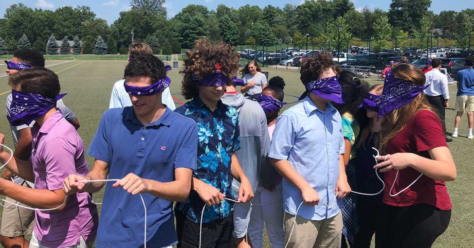 blindfold o activitate de team building, yes academy
